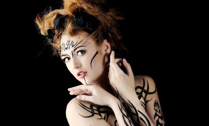 Присутствие у пациента татуировок, сделанных из красителей с металлическими компонентами, является противопоказанием к проведению МРТ