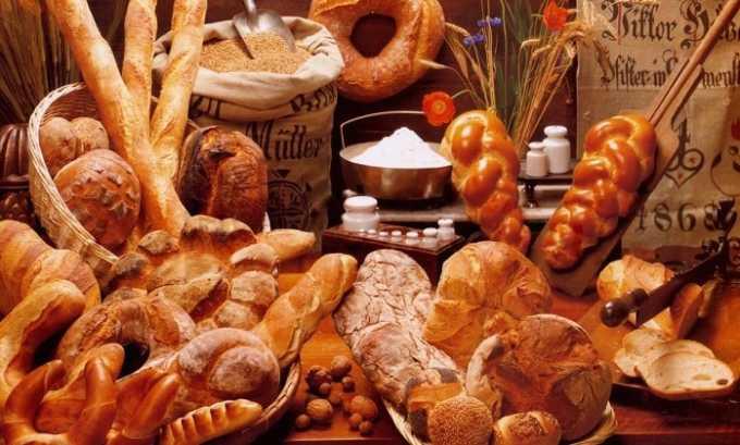 При панкреатите и холецистите плохо влияет на систему пищеварения свежая выпечка