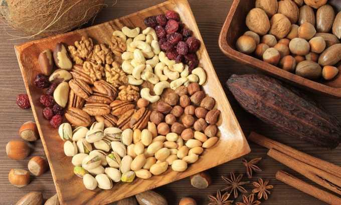 Людям, страдающим панкреатитом, нужно крайне осторожно вводить в рацион орехи. Можно употреблять фундук, арахис, кешью и фисташки