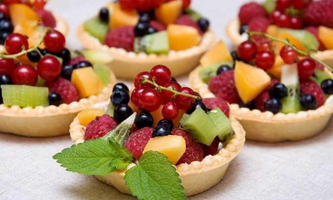 Стоит выбирать легкие десерты, изготовленные из фруктов, ягод