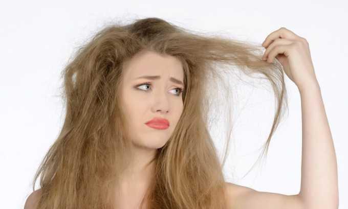 Волосы приобретают нездоровый вид, становятся ломкими