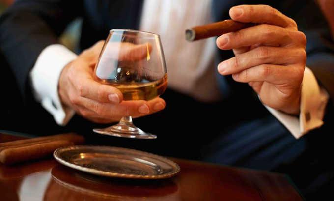 Причинами, вызывающими жировое перерождение поджелудочной железы часто являются курение и хронический алкоголизм