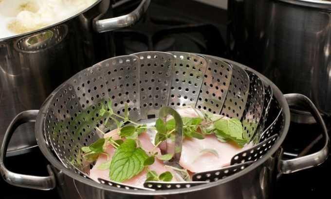 При воспаленной поджелудочной железе пища должна быть приготовленной на пару