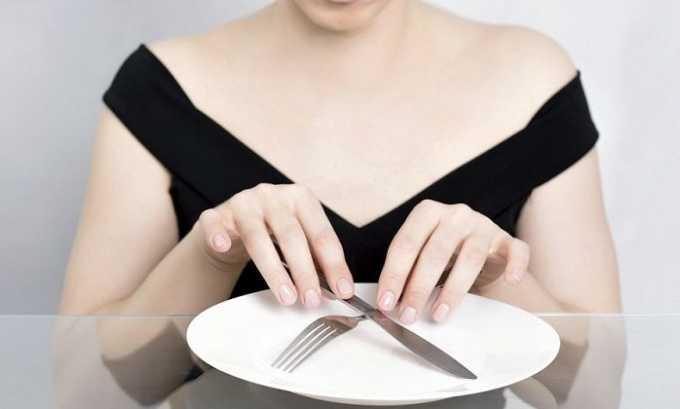 Врач может порекомендовать человеку, который желает избавиться от заболевания, кратковременное голодание