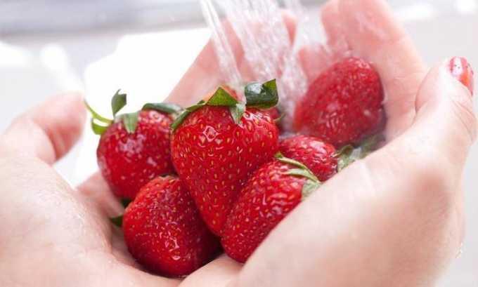 При панкреатите клубнику рекомендуется употреблять только после термической обработки