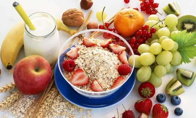 Чтобы убрать неприятные ощущения сухости во рту надо правильно питаться. Убрать из рациона жирное и жаренное. Больше употреблять в пищу свежих овощей и фруктов, уменьшить количество потребляемой соли и сахара