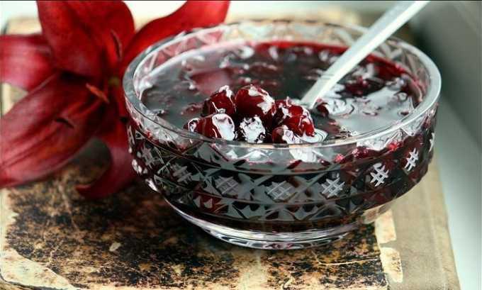 Допускается употребление вишневого варенья с минимальным добавлением сахара