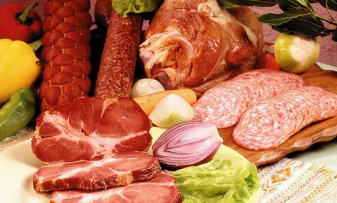 Мясные деликатесы под запретом, т. к. их состав не соответствует здоровой диете, содержит много соли и специй, раздражающих больной орган