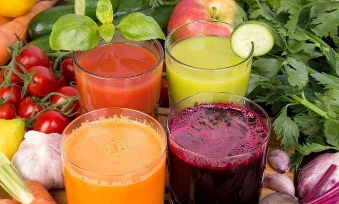 Бороться с неприятными ощущениями сухости во рту помогают свежевыжатые овощные соки: картофельный, сельдерейный, морковный, свекольный