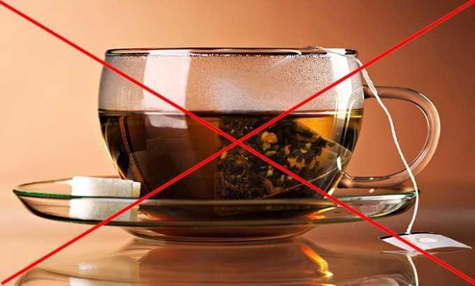 Мужчинам следует уменьшить потребление чая, морса и иной жидкости, которая становится причиной частых позывов к микции