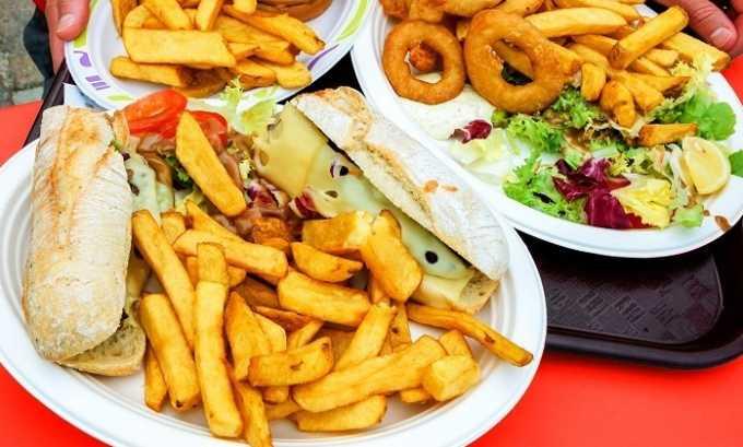 Влияет на образование полипов употребление жареной и жирной пищи