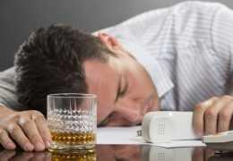 Причины алкогольного панкреатита: симптомы и лечение
