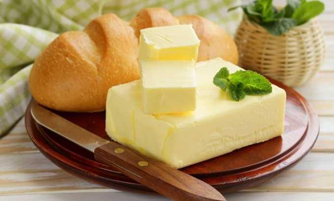 К употреблению жиров нужно относиться крайне осторожно. В сутки можно есть до 30 г сливочного масла