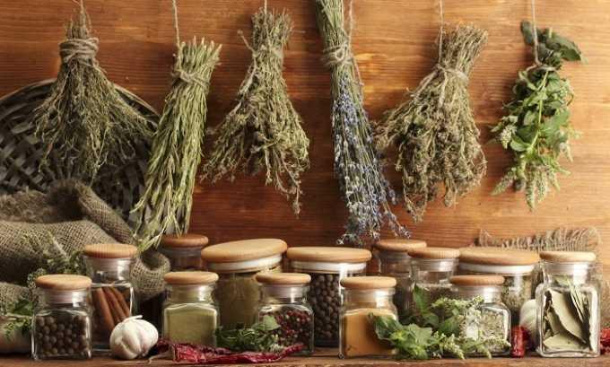 Разрешено принимать отвар лекарственного сбора, в который входит бессмертник, календула, семена льна, череда, пастернак, шалфей, полынь