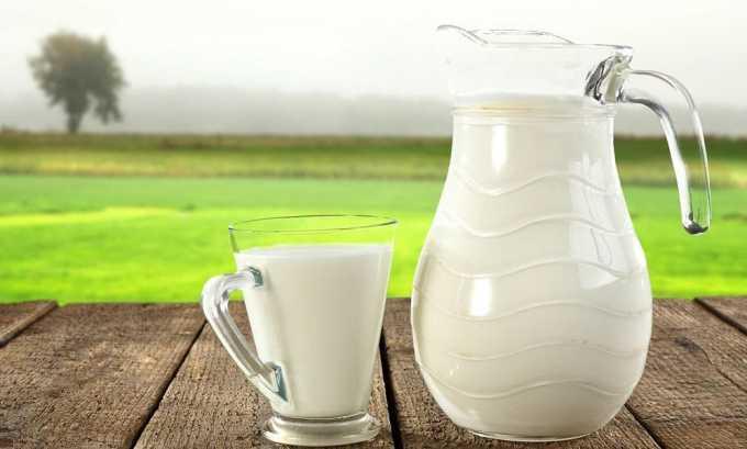 Для приготовления лечебного средства необходимо 1 ч. л. измельченного прополиса смешать с 200 мл кипящего молока