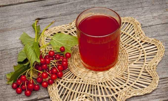Напиток из калины применяют при реактивных изменениях поджелудочной железы. Для этого 1 ст. л. ягод заливают 300 мл кипятка, настаивают 2 часа, смешивают с 1 ч. л. меда. Принимают 3 раза в день в течение месяца.