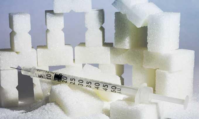 Яркие симптомы проявляются у гормонально активных опухолей, связанных с повышением инсулина в крови, приводя к снижению сахара в крови