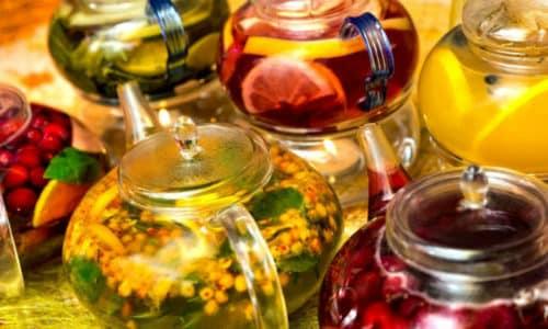 Чай при панкреатите может употребляться не только черный, но и травяной и даже ягодный