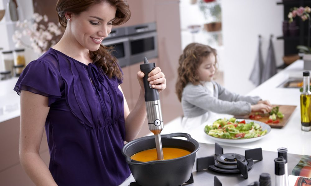 Кремовые супы готовят из тушеных овощей, смешанных в блендере