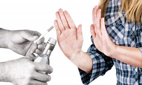 Самый лучший способ избежать развития панкреатита - отказ от алкоголя и курения