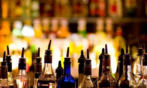 Спиртосодержащие напитки, особенно газированные, способны вызывать гиперсекрецию ферментов, которые при отсутствии пищи оказывают агрессивное воздействие на поджелудочную