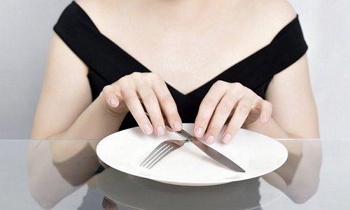 Если развивается панкреонекроз, то в первые 2-4 дня после появления острой симптоматики пациенту требуется полностью отказаться от пищи