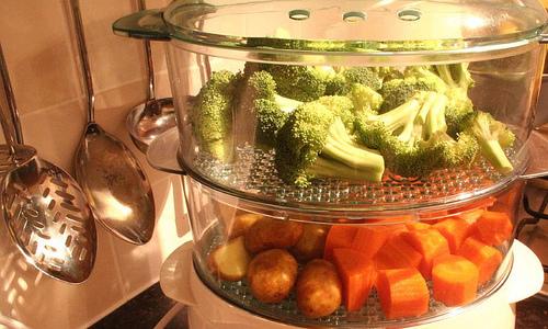 Пищу, которая будет полезной для поджелудочной железы, лучше всего готовить на пару