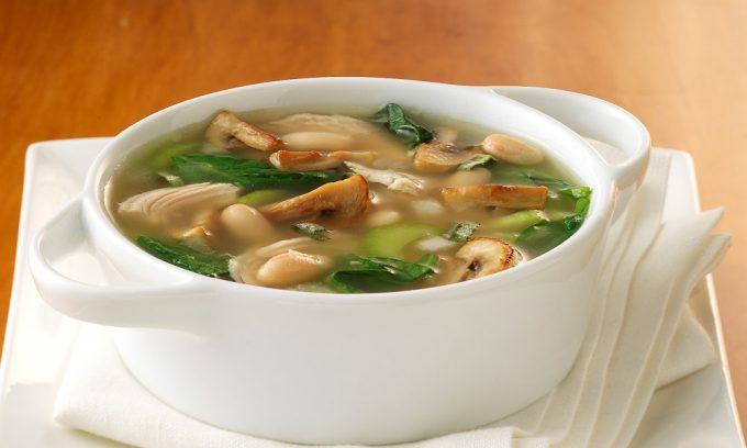 В грибном супе содержится хитин, который приводит к метеоризму, тяжести в желудке и болям в животе