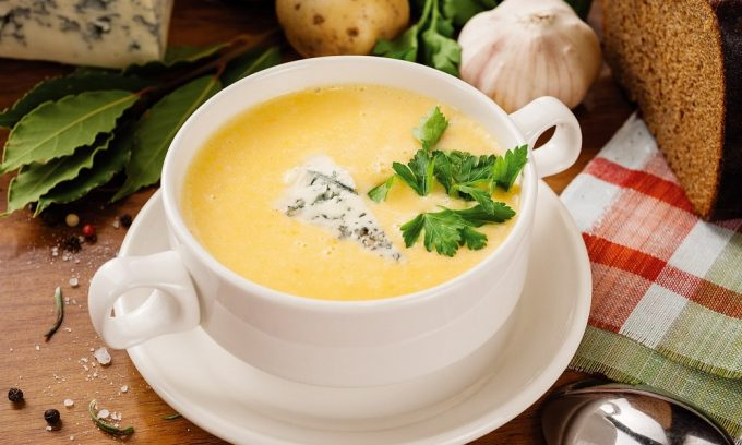 Супы кремовой консистенции с диетическими сортами мяса разрешены при панкреатите
