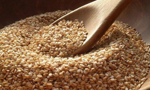Для лечения панкреатита можно употреблять семена кунжута. Их нужно тщательно разжевывать и запивать водой