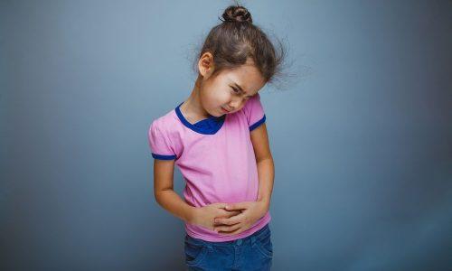 Для устранения боли применяют анальгетики, спазмолитики, холинолитики. В начале заболевания ребенок должен пить только щелочную минеральную воду, прием пищи исключен