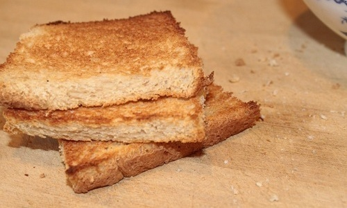 Суп-пюре из тыквы при панкреатите можно есть с подсушенным хлебом