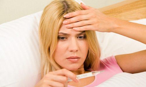При острой форме панкреатита быстро развивается отек поджелудочной железы, которая начинает выработку ферментов в повышенных количествах. У человека появляется лихорадка