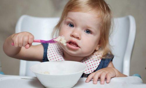 Овсяные зерна и хлопья допускается использовать в качестве дополнения к медикаментозному лечению патологий поджелудочной железы у детей