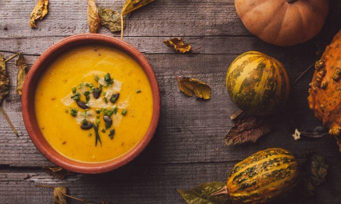 Крем-суп из тыквы – не только вкусное, но и полезное при панкреатите блюдо, которое разрешено в разные периоды болезни