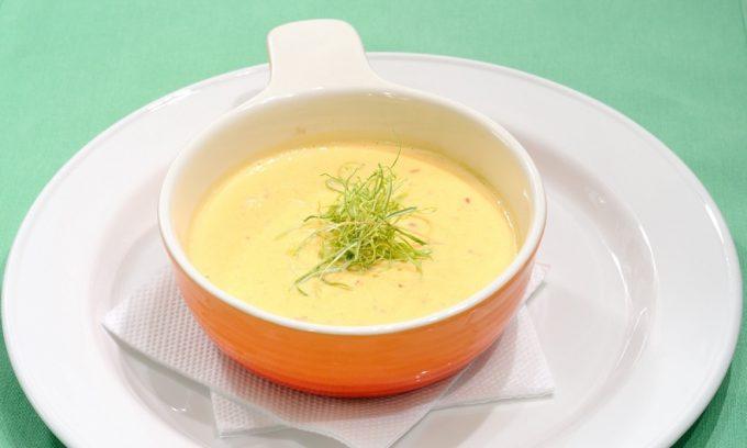 При воспалении поджелудочной железы рекомендуется есть суп-пюре на овощном отваре