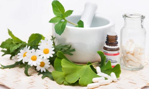 Лечение поджелудочной железы народными средствами должно быть согласовано с гастроэнтерологом и осуществляться в комплексе с медикаментозной терапией