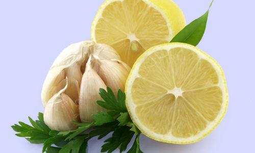 При длительном лечении болезней поджелудочной железы народные знахари рекомендуют воспользоваться комбинированным средством, которое включает в себя лимонно-чесночную смесь с петрушкой