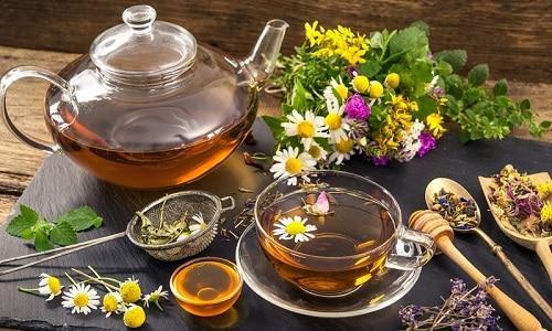 При панкреатите и холецистите больной может пить травяные чаи