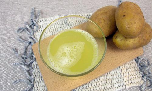 Лечить поджелудочный орган допустимо и при помощи картофельного сока. Он действует как спазмолитическое, противовоспалительное и заживляющее средство