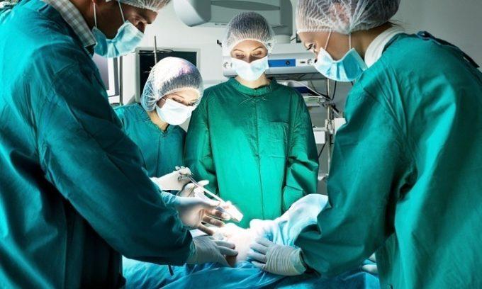 В некоторых случаях болезнь появляется после операции на желчевыводящих путях или желудке