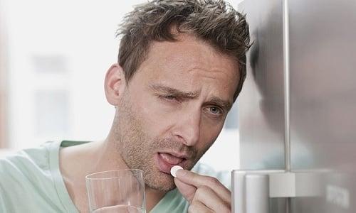 После определения диагноза для купирования боли человеку рекомендуют положить нитроглицерин под язык