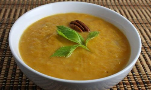 Основу рациона при панкреатите составляют супы и супы-пюре. Употребление протертого супа не травмирует слизистую желудка, благоприятно сказывается на пищеварении