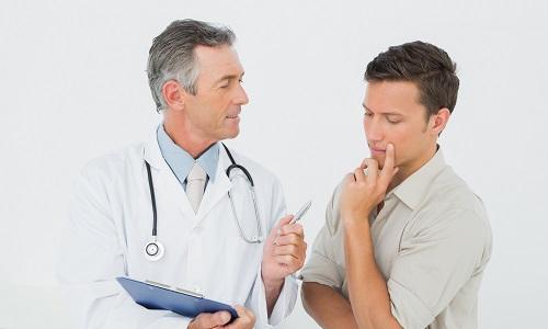Врач назначает МРТ пациентам, имеющим подтвержденный диагноз или обладающим неясной симптоматикой