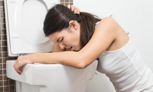 Признаки острого панкреатита в большинстве случаев проявляются отчетливо. Это может быть тошнота и рвота