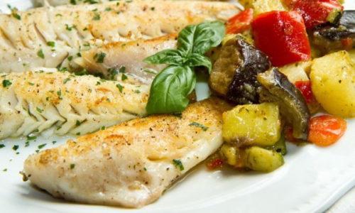 Тушение - щадящий метод приготовления продуктов, однако вводить в рацион подобные блюда рекомендуется только во время стойкой ремиссии