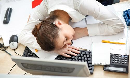 Cлабость может являться симптомом проблем с печенью и поджелудочной железой