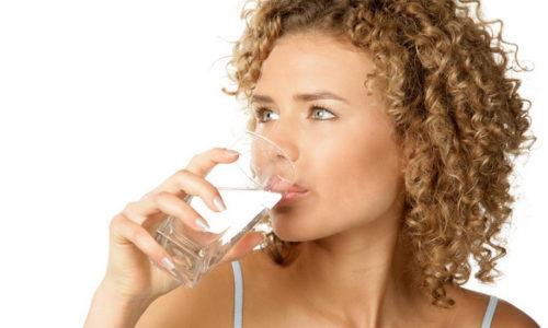После употребления алкогольных напитков, одним из методов восстановления может стать употребление чистой некипяченой воды. Это позволит быстрее вывести из организма остатки алкоголя