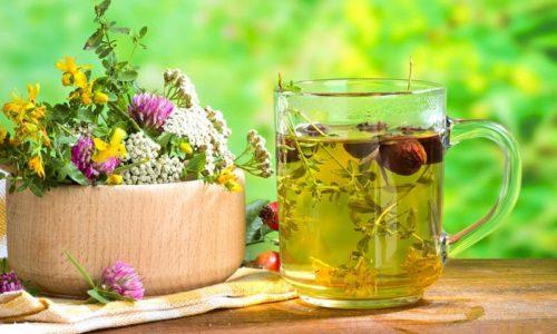 Кроме того, при онкологии нередко рекомендуется пить общеукрепляющие травяные сборы, включающие календулу, ромашку, зверобой, шалфей и т.д