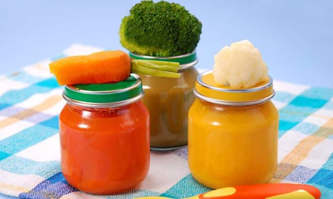 Для того чтобы избежать переедания и не перегружать пищеварительный орган, больному следует придерживаться раздельного питания, принимать пищу многоразово и маленькими порциями